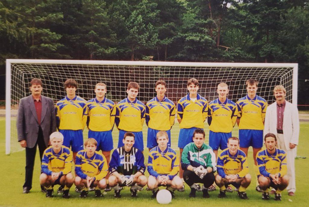 Staffelsieger der Landesliga West 1999/2000 | Carsten Müller (hintere Reihe 1. v.r.)